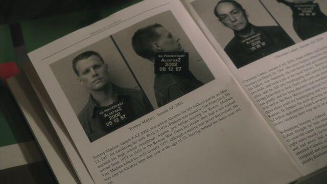 File:1x02 TommyInBook.jpg