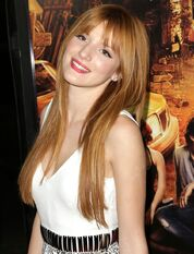 Bella-thorne-premiere-fun-size-03