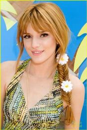 250px-Bella-thorne-close-up-shot-daisies-in-hair