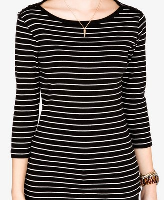 File:Buttoned Striped Top.jpg