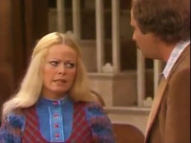 File:All in the Family episode 6x10 - Gloria Suspects Mike.jpg