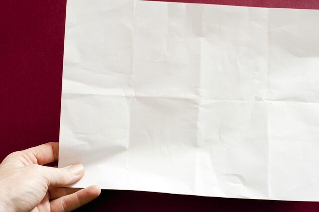 File:Holding note.jpg