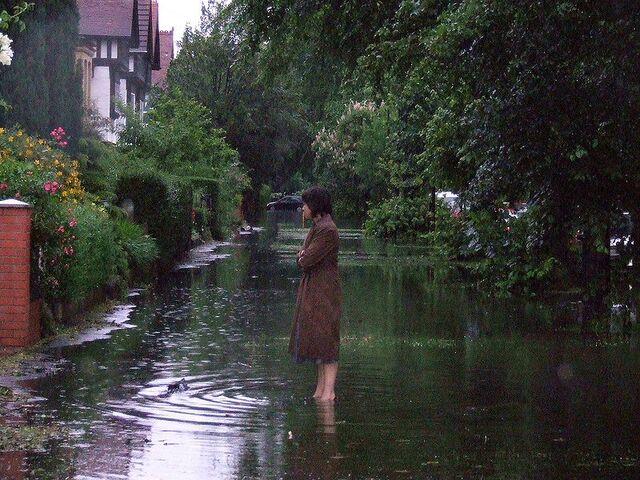 File:Floods in Hull -25June2007.jpg