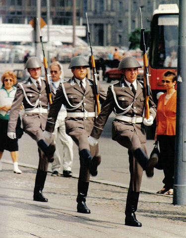 Bestand:Duitse Nationale Volksleger.jpg