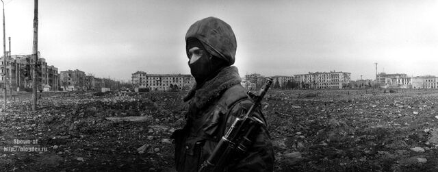 File:Soviet soldier in Kiev.jpg
