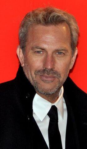 File:Kevin Costner Césars 2013 3.jpg