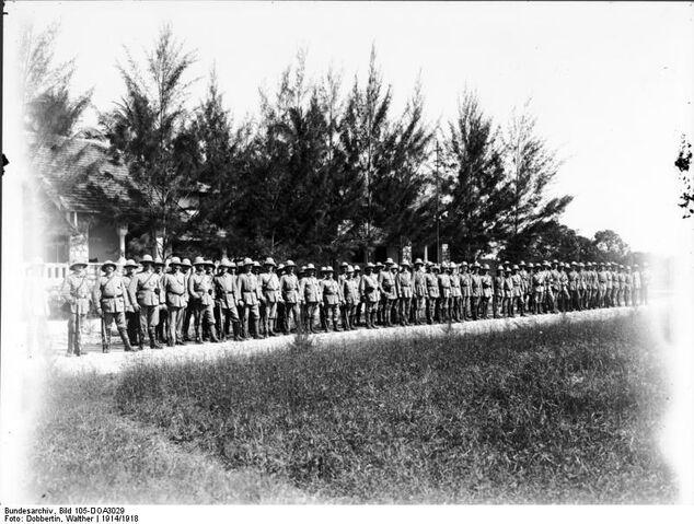 File:Bundesarchiv Bild 105-DOA3029, Deutsch-Ostafrika, Landsturm angetreten.jpg