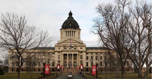 File:Dakota State Capitol, Linton, DA.png