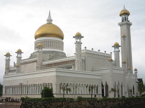 File:Omar-Ali-Saifuddin-Mosque.jpg