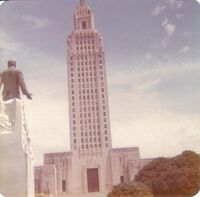 Statue of Huey Long looking at state Capitol