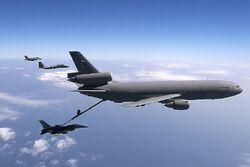800px-McDonnell Douglas KC-10 Extender
