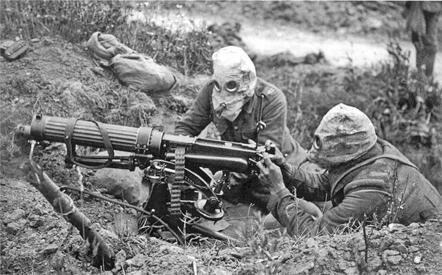 File:800px-Vickers machine gun crew with gas masks.jpg