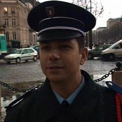 Leg 2: Arc de Triomphe, Paris, France
