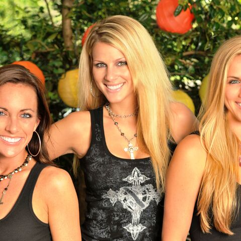 Caroline & Jennfier with Tayla Lynn in the band