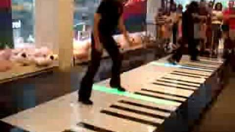 Huge Foot Piano Duo - Toccata & Fugue in D minor - Bach