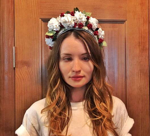 File:Emily browning flower crown.jpg