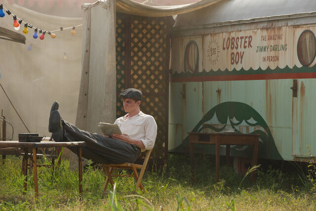 File:AHS-Freak-Show-Massacres-and-Matinees-4x02-promotional-picture-american-horror-story-37686819-2126-1417.jpg