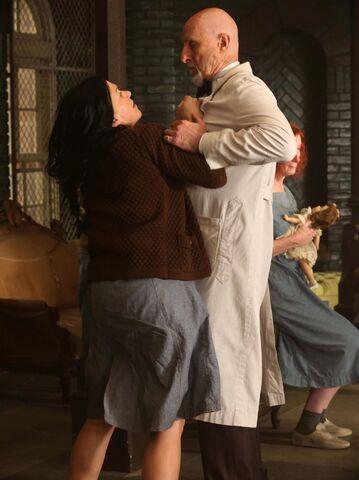 File:S02E04 Kassie confronts Arden.jpg