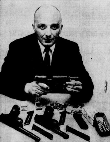 File:Robert Kenneth Smith weapons.jpg