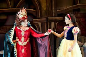 File:The Wicked Queen & Snow White.jpg