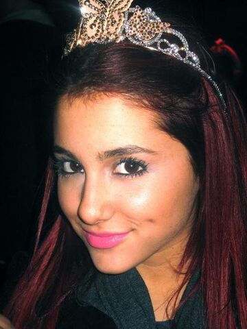 File:Ariana on her birthday with a crown.jpg
