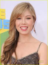 File:Jennette in the 2011 KCAs.jpg