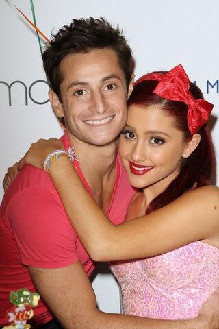 File:Ariana with frankie at Macys.jpg