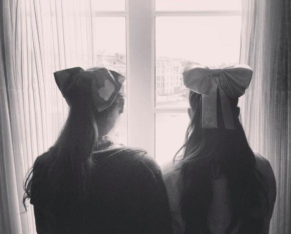 File:Alexa & Ariana wearing bows.png