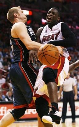 File:D-Wade vs. Bobcats.jpg
