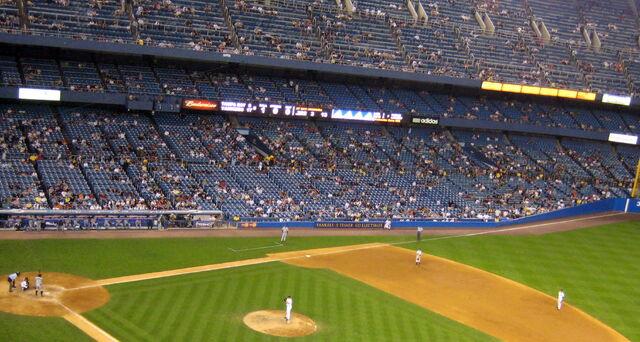 File:Yankee Stadium-1195689610-492.jpg