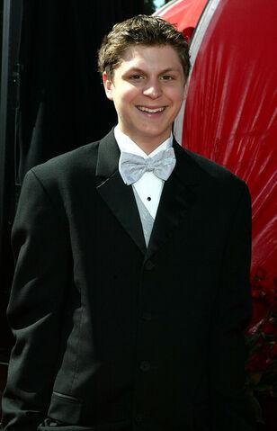 File:2004 Primetime Emmy Awards - Michael Cera 02.jpg