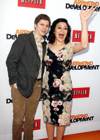 File:2013 Netflix S4 Premiere - Michael and Alia 03.jpg