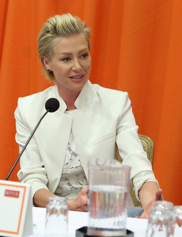 File:2013 Netflix Press Conference - Portia 3.jpg