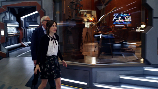 File:Martin Stein brings Lily to the Waverider.png