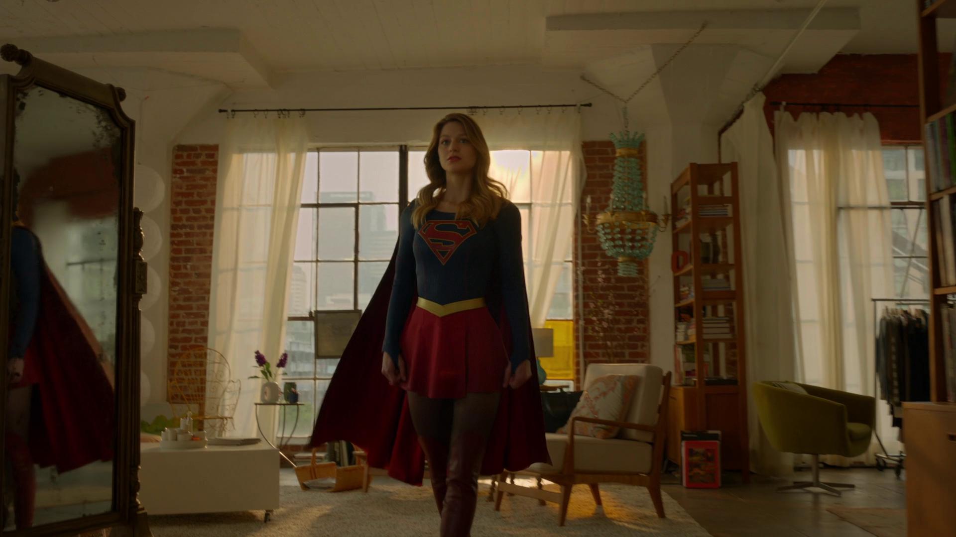 Archivo:Supergirl suit.png