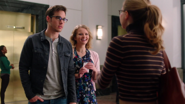 File:Mon-El went on a date with Eve.png