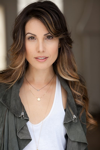 File:Carly Pope.png