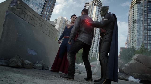 File:Superman and Martian Manhunter vs Gilcrist.png