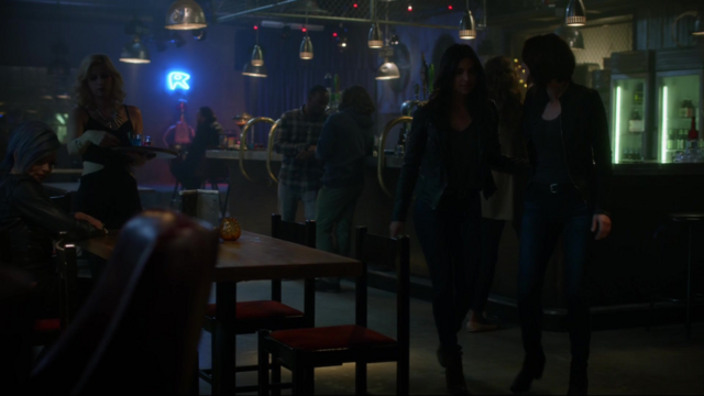 File:Maggie and Alex at the Alien Bar.png