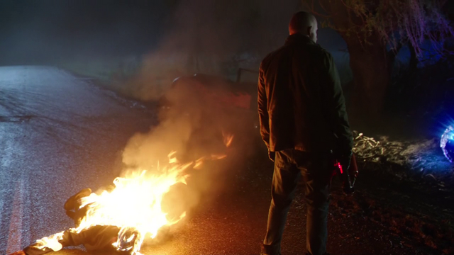 File:Mick stands over Vandal Savage's body.png