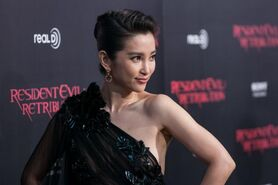 4551-li-bingbing-posed-on-the-red-carpet-at-0x665-2