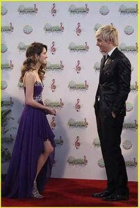 Austin-ally-relationships-red-carpet-stills-07