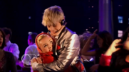 Austin & Jessie & Ally Can You Feel It (28)