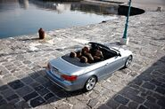 2011-BMW-3-Series-Coupe-Convertible-36