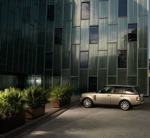 File:04-2010-range-rover-press.jpg