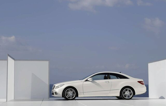 File:Mercedes-benz-e-class-coupe 10.jpg