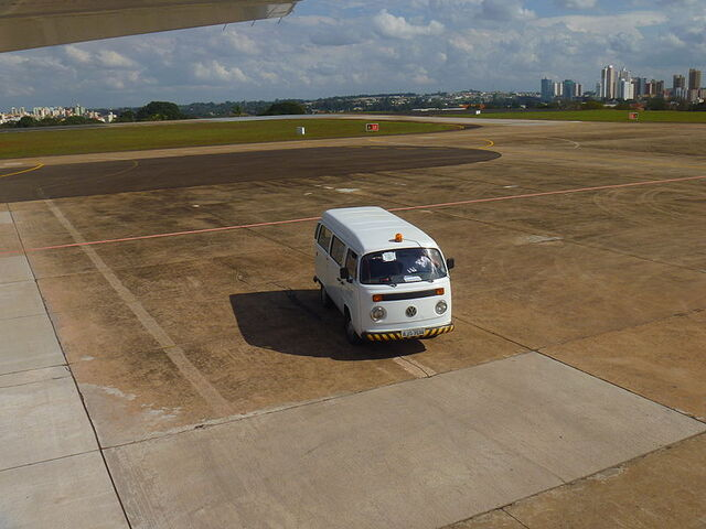 File:VW T2 Airport.JPG