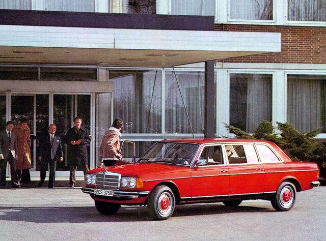 File:Mercedesbenz2bw1232b2b1bf2.jpg