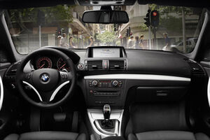 2011-BMW-1-Series-33small