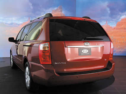 File:2006 Sedona rearview.jpg